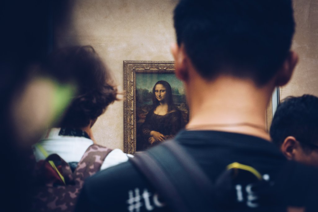 mona lisa art gallery observing beauty